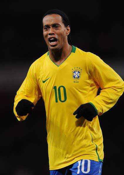 Top Football Players: Ronaldinho profile and Images/Pictures