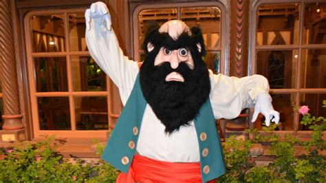 Stromboli from Pinocchio Greets us at Rock Your Disney