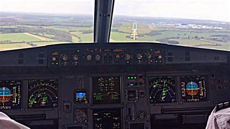 Airbus A319 Cockpit View of Extreme Windy Landing - YouTube