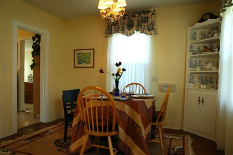 French country hobbit makeover, dining room, chandelier