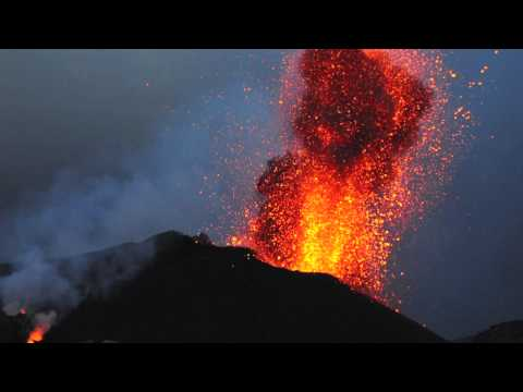 One dead as Italy's Stromboli volcano erupts - UNIAN