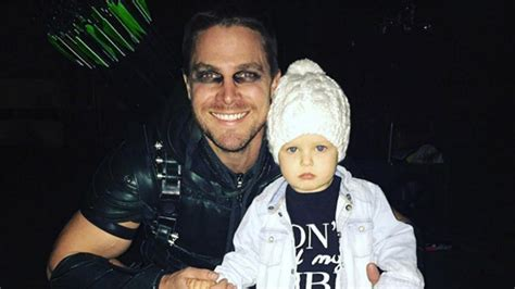 'Arrow' Star Stephen Amell Dutifully Helps Daughter Mavi