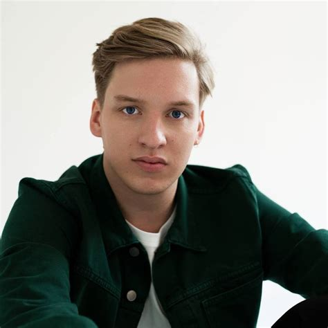 "George Ezra pubblica ""Staying at Tamara's"" - Sony Music Italy"